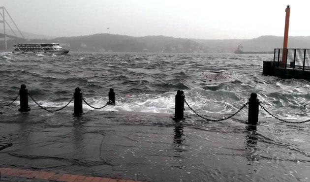 İstanbul'da fırtına etkisini arttırdı