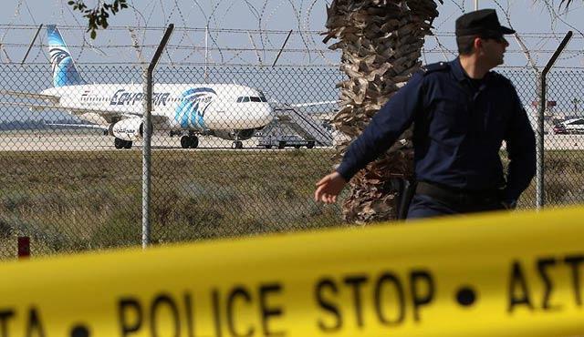 Mısır uçağını kaçıran gözaltına alındı