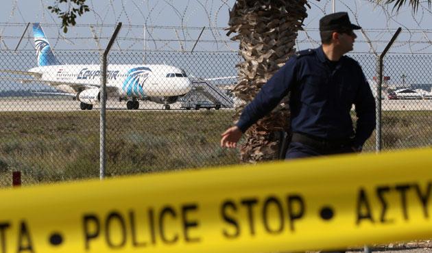 Kaçırılan Mısır uçağıyla ilgili çelişkili bilgiler