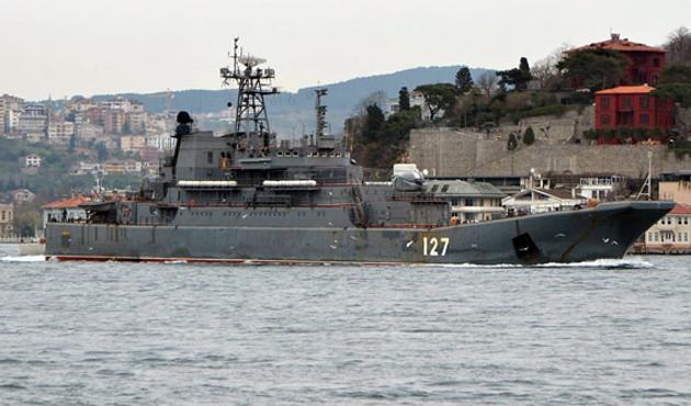 İki Rus savaş gemisi Boğazlardan geçti