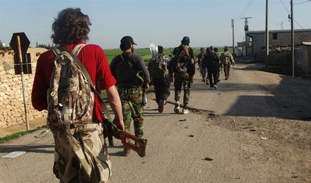 Muhaliflere Esad ordusu ve IŞİD'den eş zamanlı saldırı