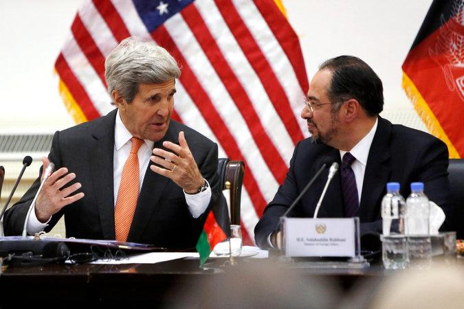 Kerry'nin sürpriz Afganistan ziyaretinde sürpriz patlama