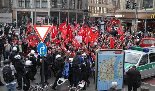 Almanya'da PKK'lılar terör karşıtı gruba saldırdı