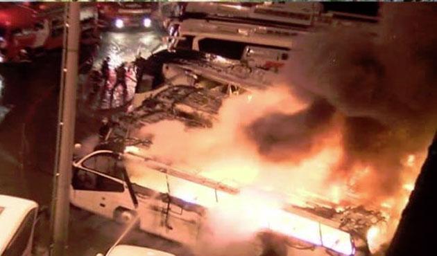 Otogar çıkışında 4 otobüs alev alev yandı