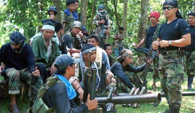 Filipinler'de Ebu Seyyaf ordu ile çatıştı