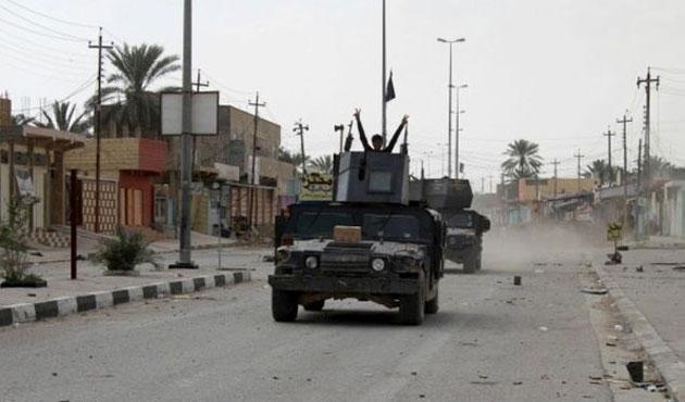 Irak Enbar'da stratejik kasaba IŞİD'den alındı