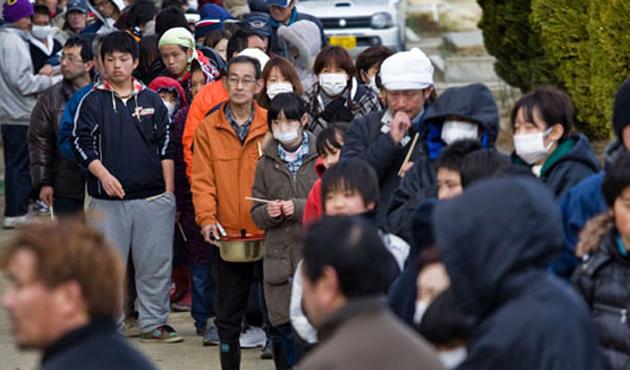 Depremzede Japonlar gıda kuyruğunda | FOTO