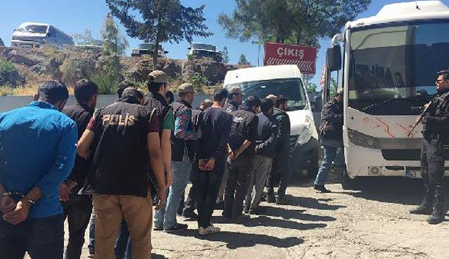 Şanlıurfa'da 15 PKK'lı adliyede