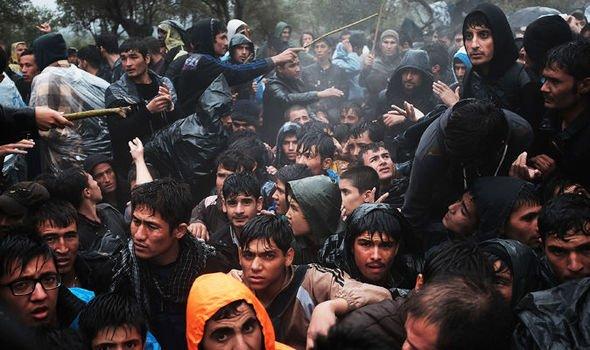 Midilli'de sığınmacı kampında yangın