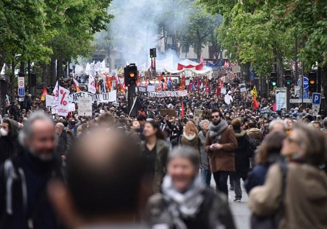 Fransızlar 'İş kanunu tasarısı' için sokakta