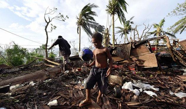 Tayland'da bina çöktü