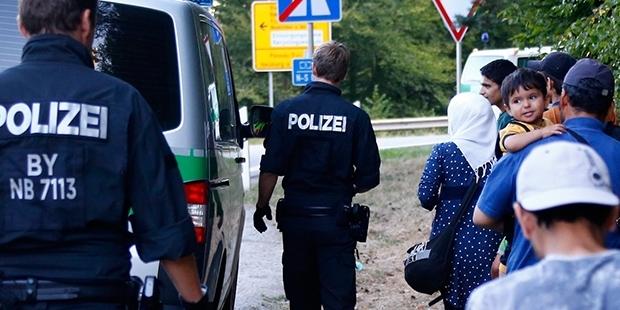 Danimarka mültecilere karşı sınır tedbirini arttırıyor