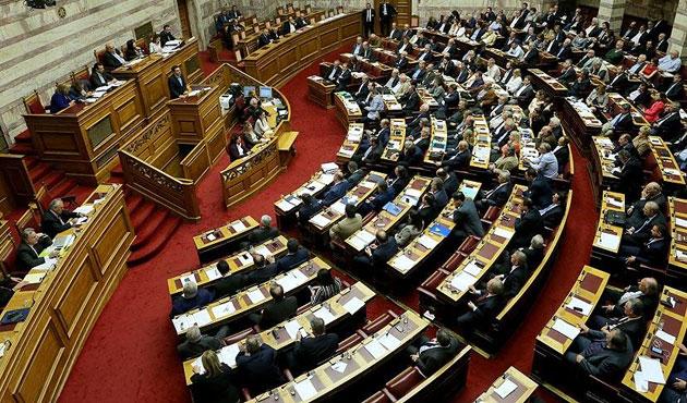 Yunanistan'da tartışmalı paket yasalaştı, ülke karıştı
