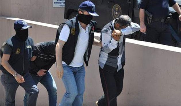 İzmir'de şüpheli araç operasyonunda 9 tutuklama