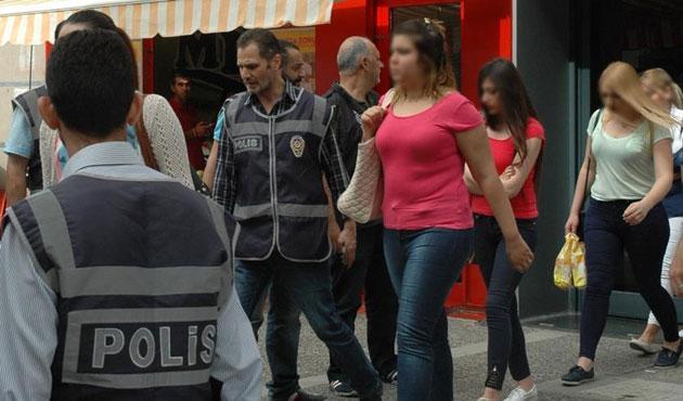 8 katlı 'çağrı merkezinde' 53 dolandırıcı yakalandı