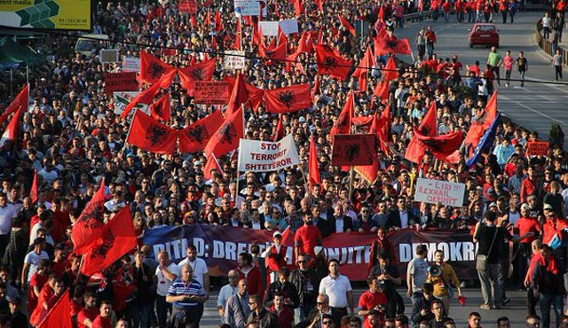 Makedon seçimlerine siyasi affın geri çekilmesi şartı