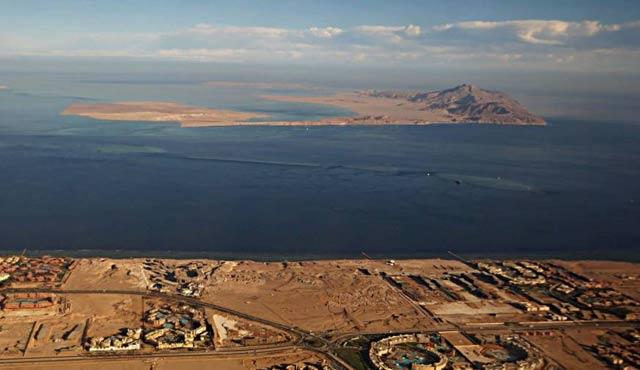 Tiran ve Sanafir adalarına Sisi'den belgeli açıklama