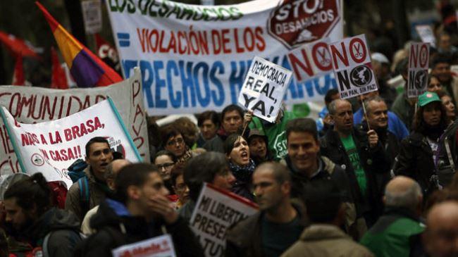 İspanya'da 'öfkeliler' yeniden sokaklarda
