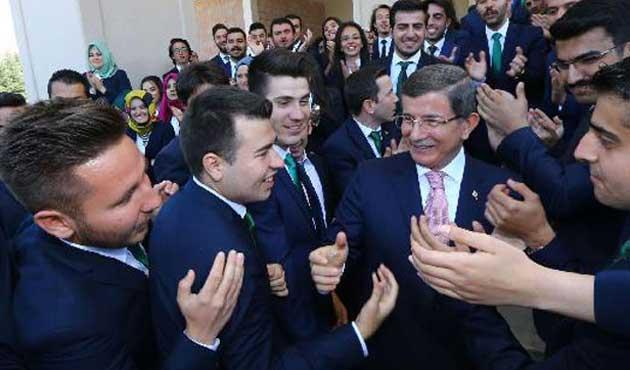 Davutoğlu, Başbakanlık'ta son misafirlerini ağırladı