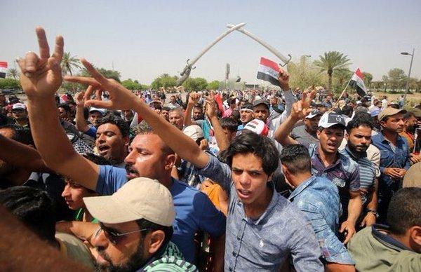 Bağdat'ta gergin gün; meclis binası basıldı