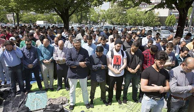 Berlinli Müslümanlardan mescid protestosu