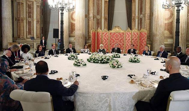 Dünya İnsani Zirvesi katılımcıları yemekte buluştu