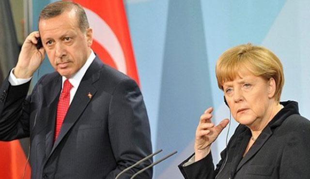 Erdoğan'dan Merkel'e 'Ermeni soykırımı' telefonu