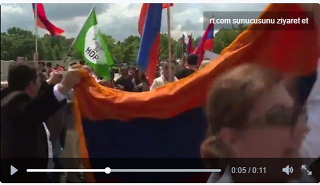 Ermeni tasarısınının onayına HDP bayraklı kutlama