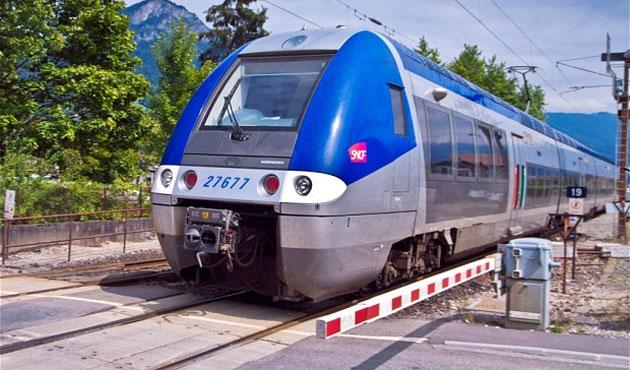 Fransa'da demiryolları grevi uzatıldı