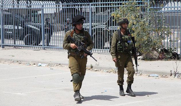 İsrailli askerler Filistinli genç kızı vurdu