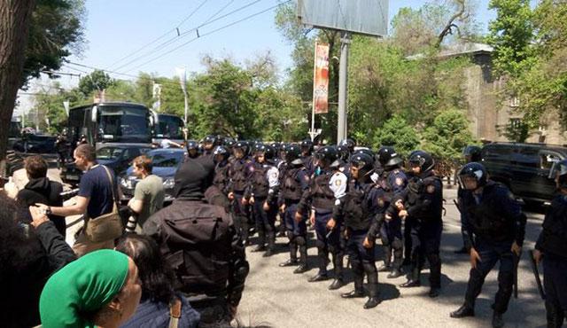 Kazakistan'ın en zenginine protesto tutuklaması
