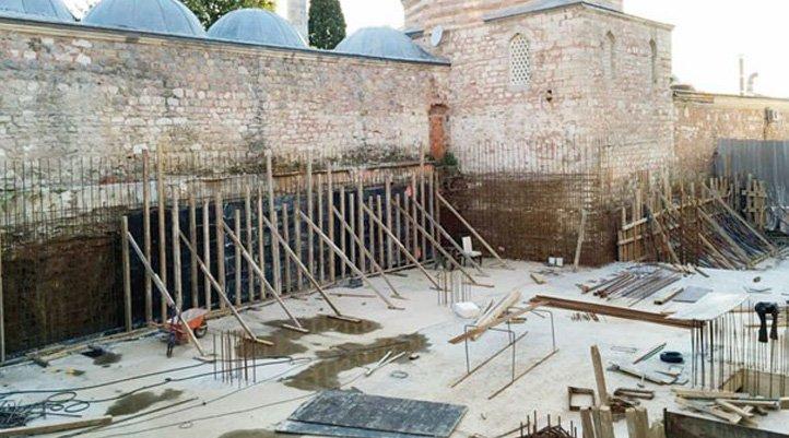 Osmanlı eserinin dibine beton inşaat...