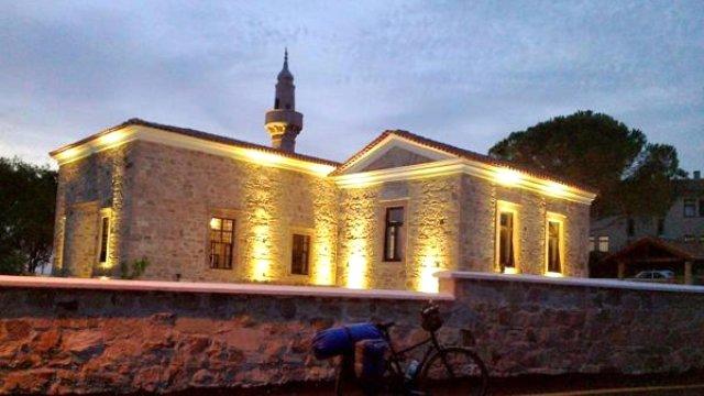 Balıkesir'de tarihi camiden 150 yıllık saat çalındı
