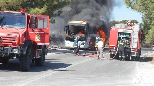 Rodos'ta Türk turistleri taşıyan otobüs yandı