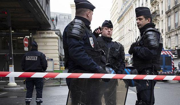 Fransız polisi 40 Rus holiganın peşinde