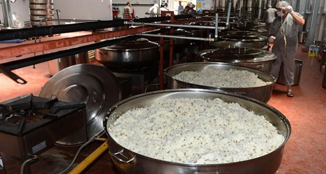 55 personelle 65 bin kişiye sıcak yemek sağlıyorlar