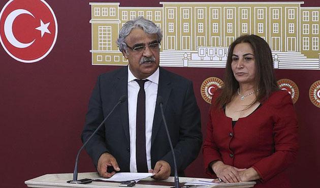 HDP, AYM için 52 imza arıyor