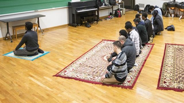Danimarka'da öğrencilere namaz yasağı