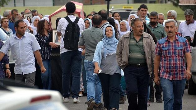 Bombacının cenazesine katılan HDP'lilere inceleme
