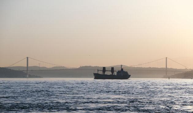 Rus askeri kargo gemisi İstanbul Boğazı'nda