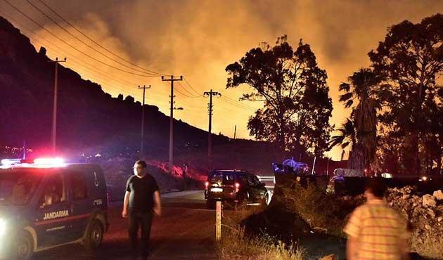 Bodrum'daki yangın hala söndürülemedi