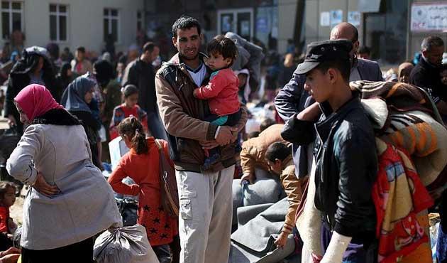 Musul'dan kaçan siviller kamplara yerleşiyor