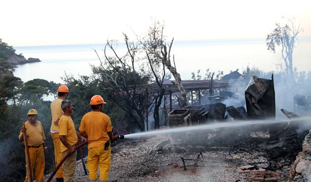 Fethiye'de yangın: 19 bungalov ev yandı
