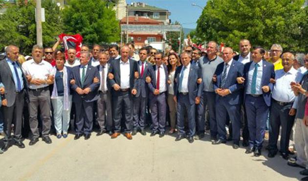 CHP'liler Bolu valiliğine yürüyor