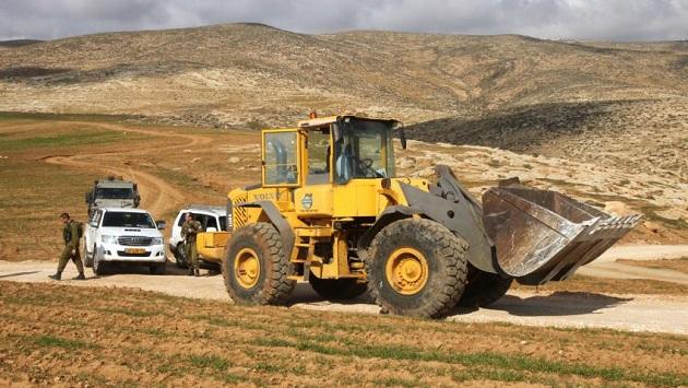 İsrail, Filistinli köylülerin su depolarını yıkacak