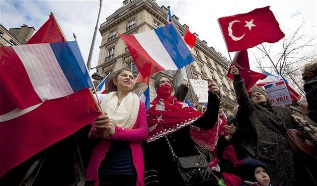 Fransız aşırı sağından taraftarlara Türk bayrağı tepkisi