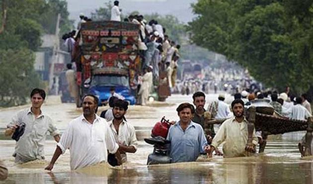 Hindistan'da fırtınadan 80 kişi öldü