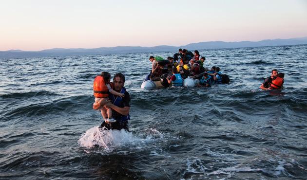 Mültecileri sahil güvenlik kurtardı