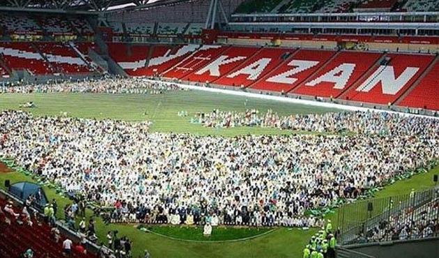 Kazan stadyumunu 10 bin Müslüman doldurdu | FOTO