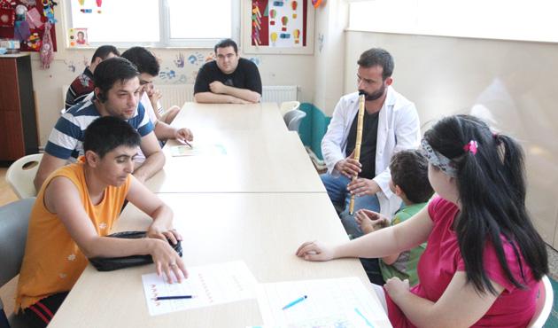 Otizmli çocuklara ney sesiyle terapi
